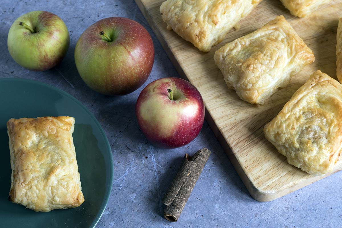 easy apple turnovers with cinnamon by Sneaky Veg