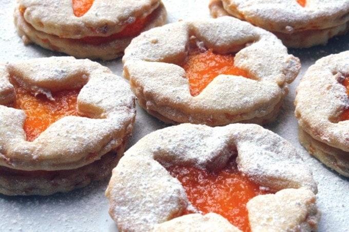carrot jammy dodgers by veggie desserts
