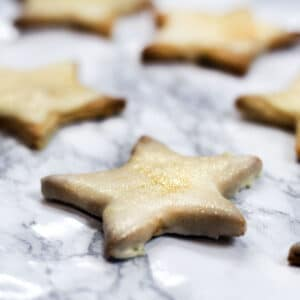 gingerbread stars on marbled background