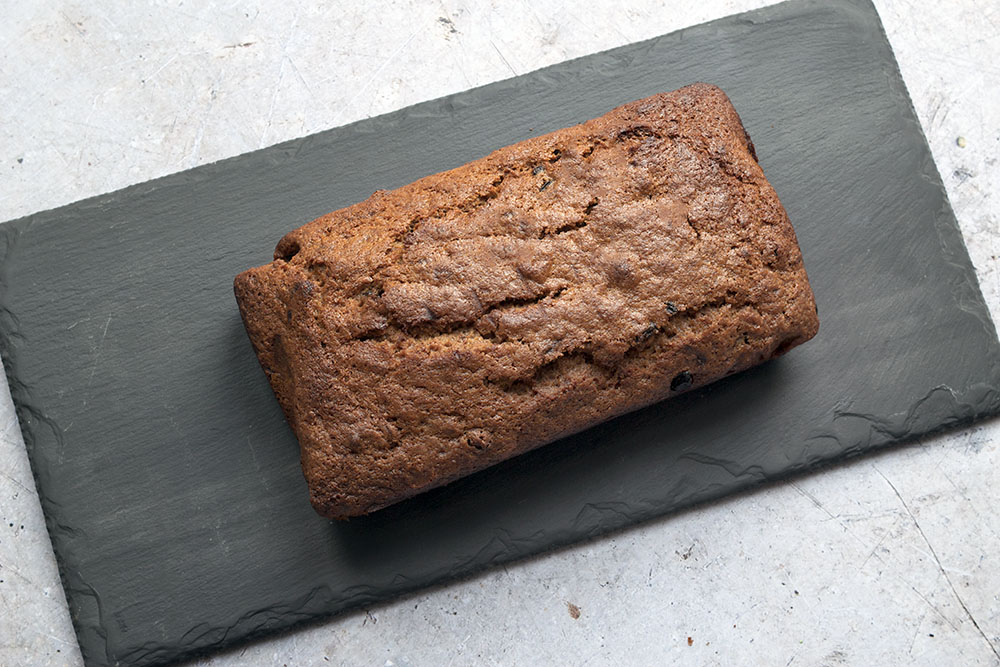 vegan christmas banana bread with cranberries