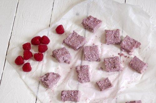 raspberry cashew bites