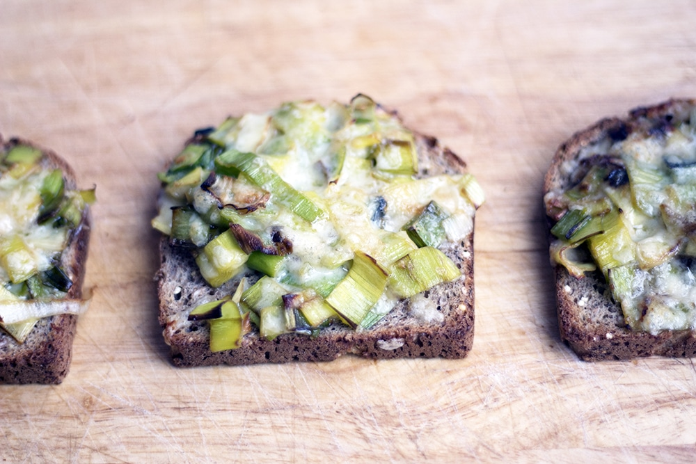 cheesy leeks on toast