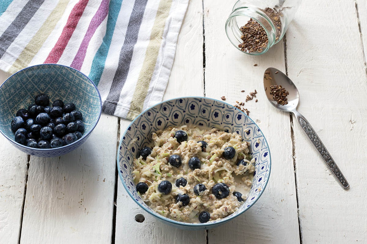 Courgette zucchini lemon blueberry overnight oats