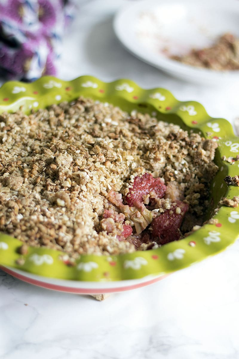 rhubarb and strawberry crumble in green pie dish
