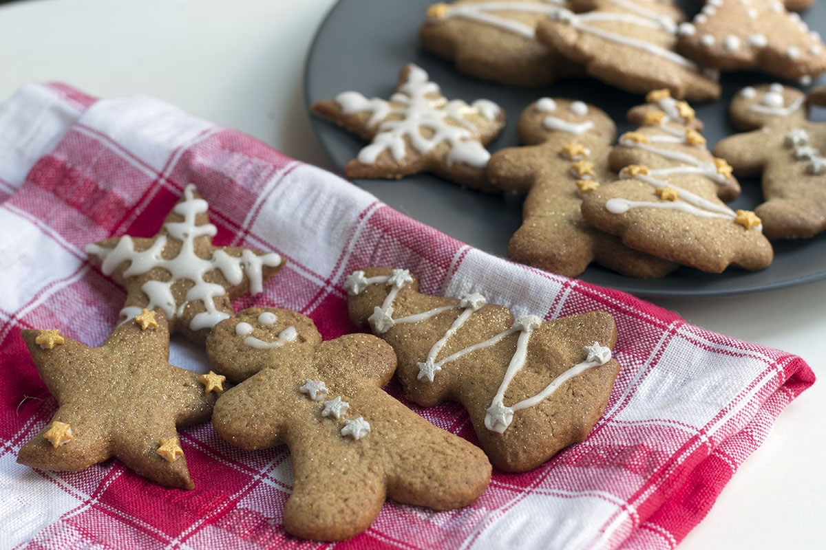easy gingerbread biscuits recipe