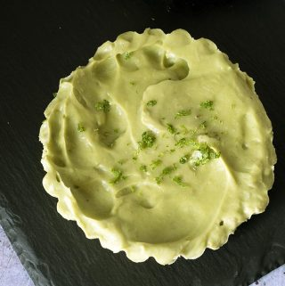 raw avocado key lime pie - healthy avocado dessert