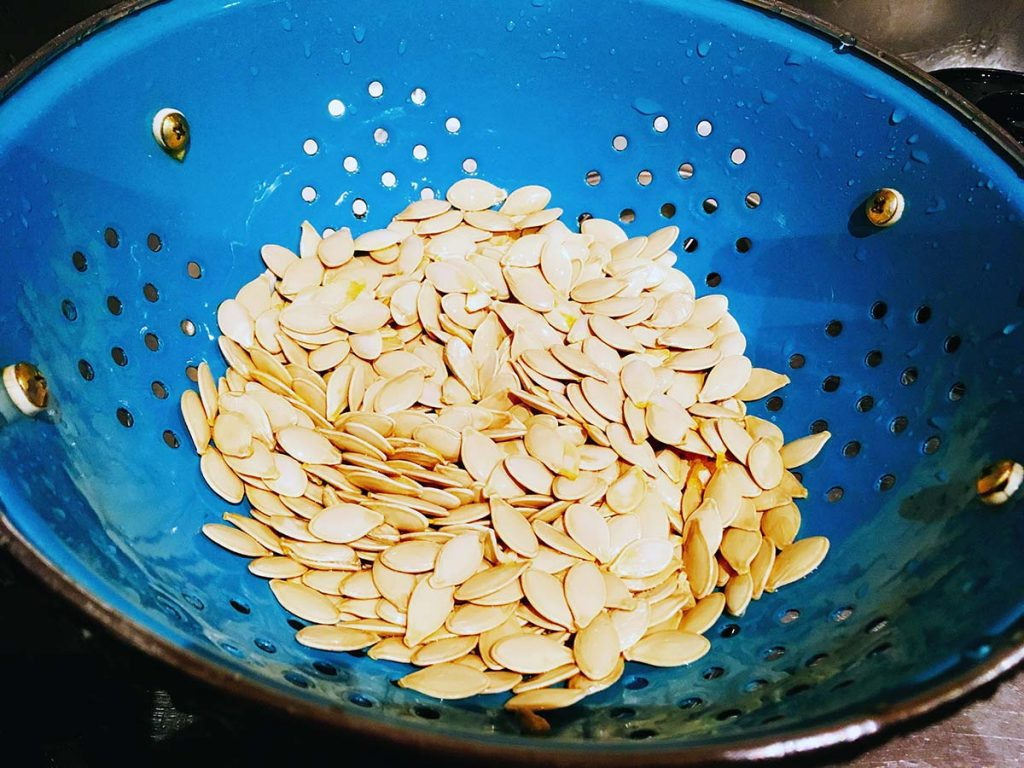 easy oven roasted pumpkin seeds recipe by Sneaky Veg