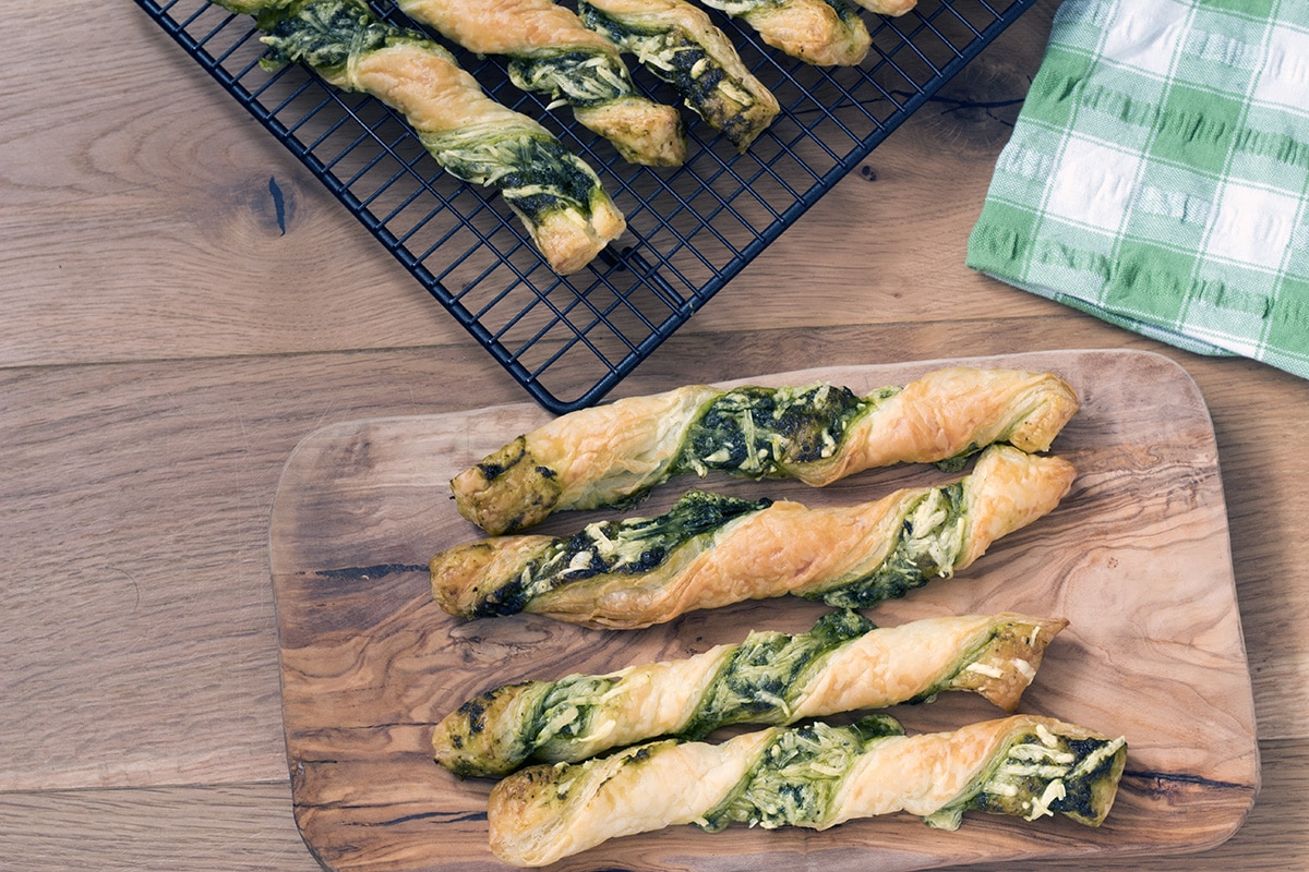 pesto and cheese puff pastry straws