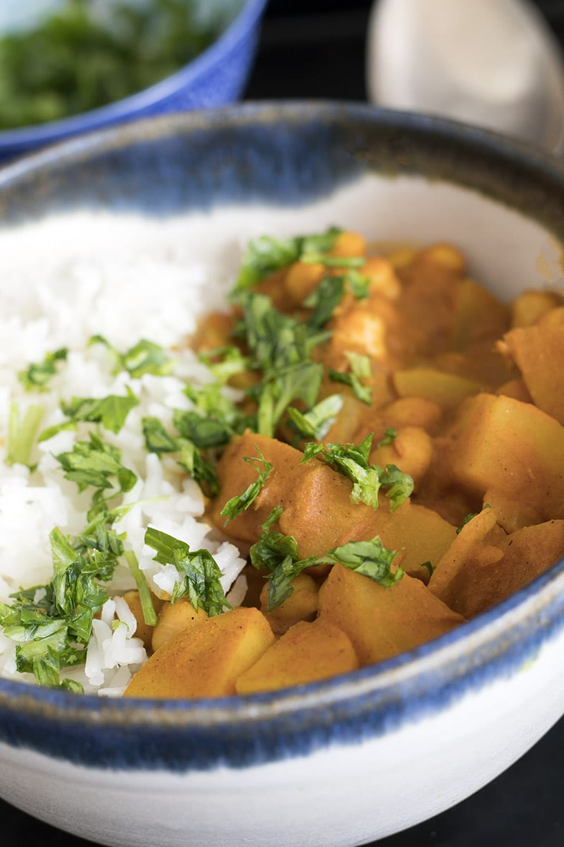 easy one pot curry with potatoes and chickpeas