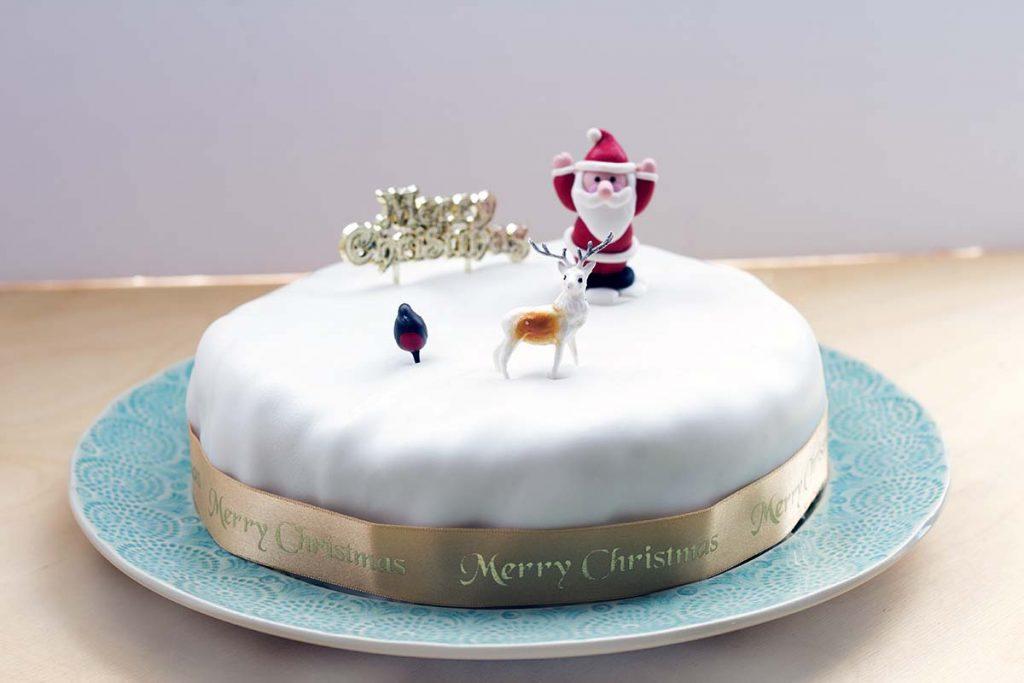 iced vegan christmas cake