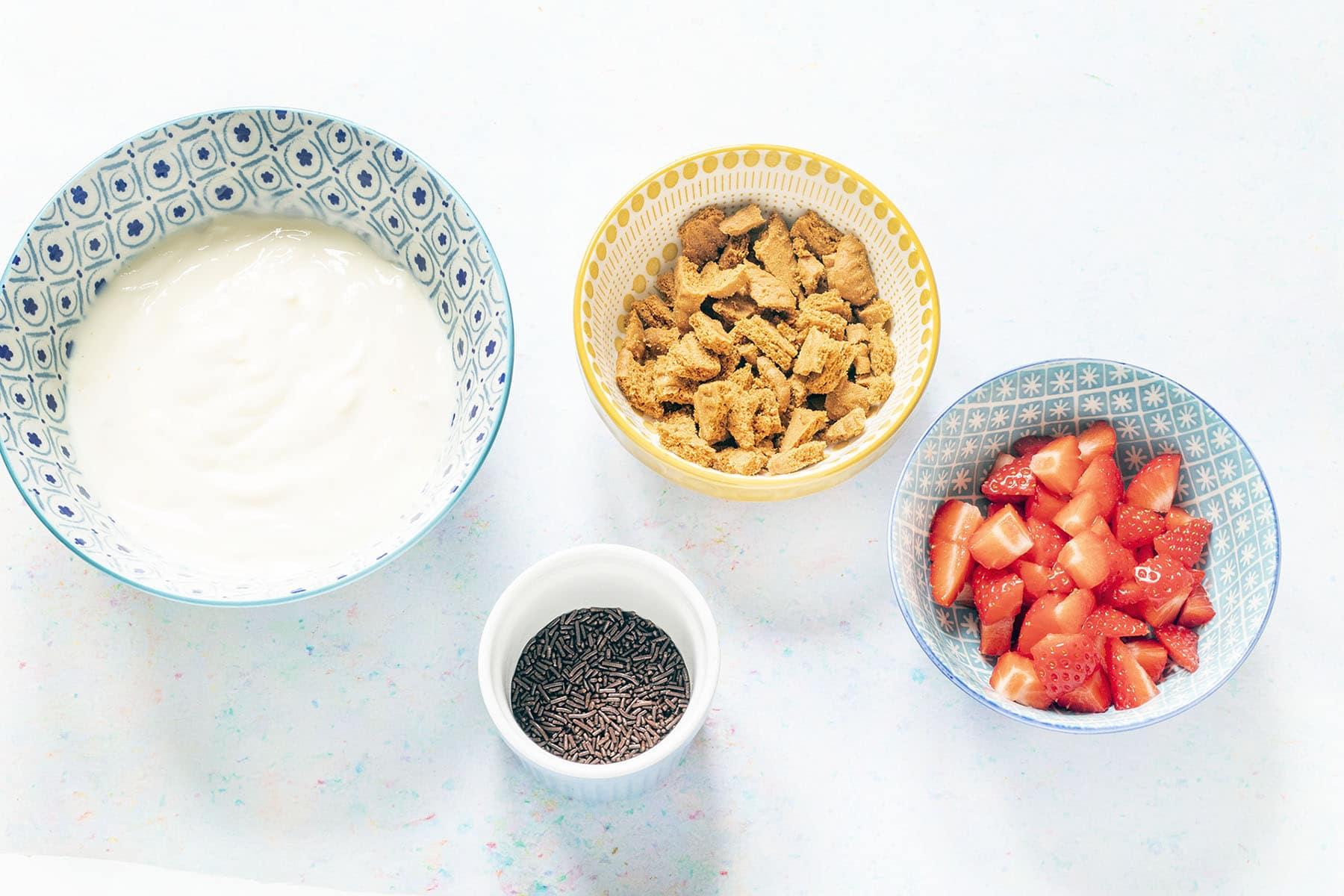 ingredients for yoghurt parfait